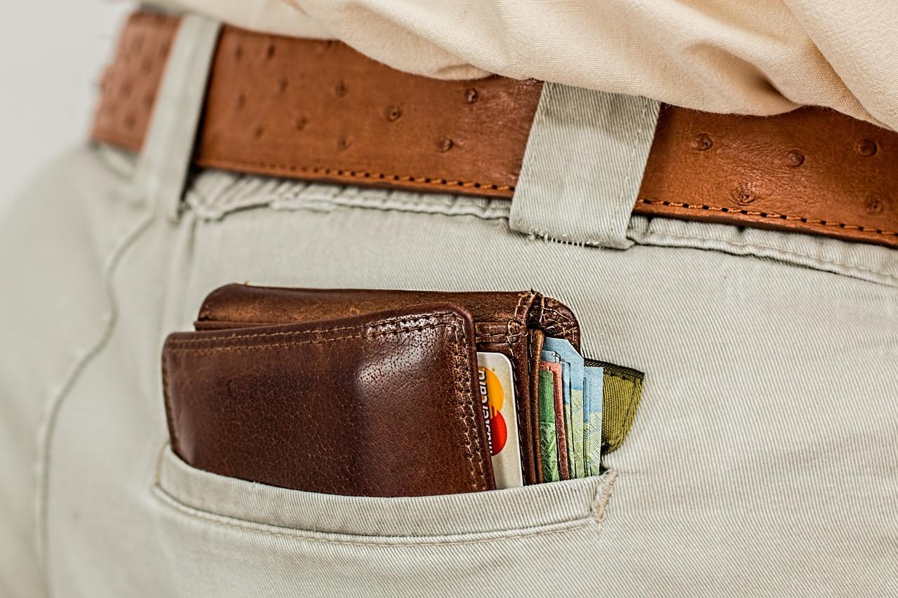 Geldbeutel mit Geld und Karten